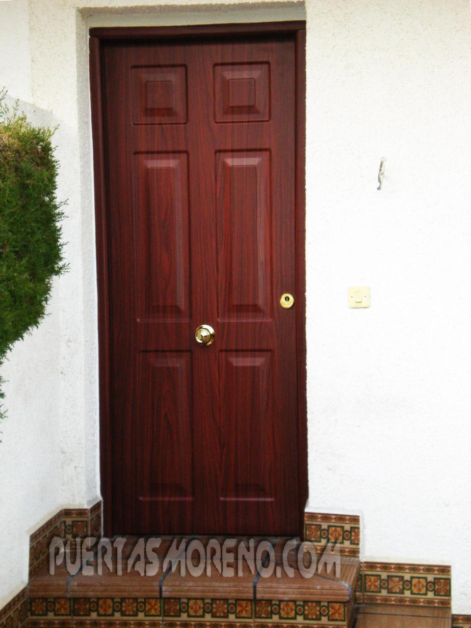 Puertas y ventanas venecianas de aluminio puerta for Puertas de aluminio color madera precios